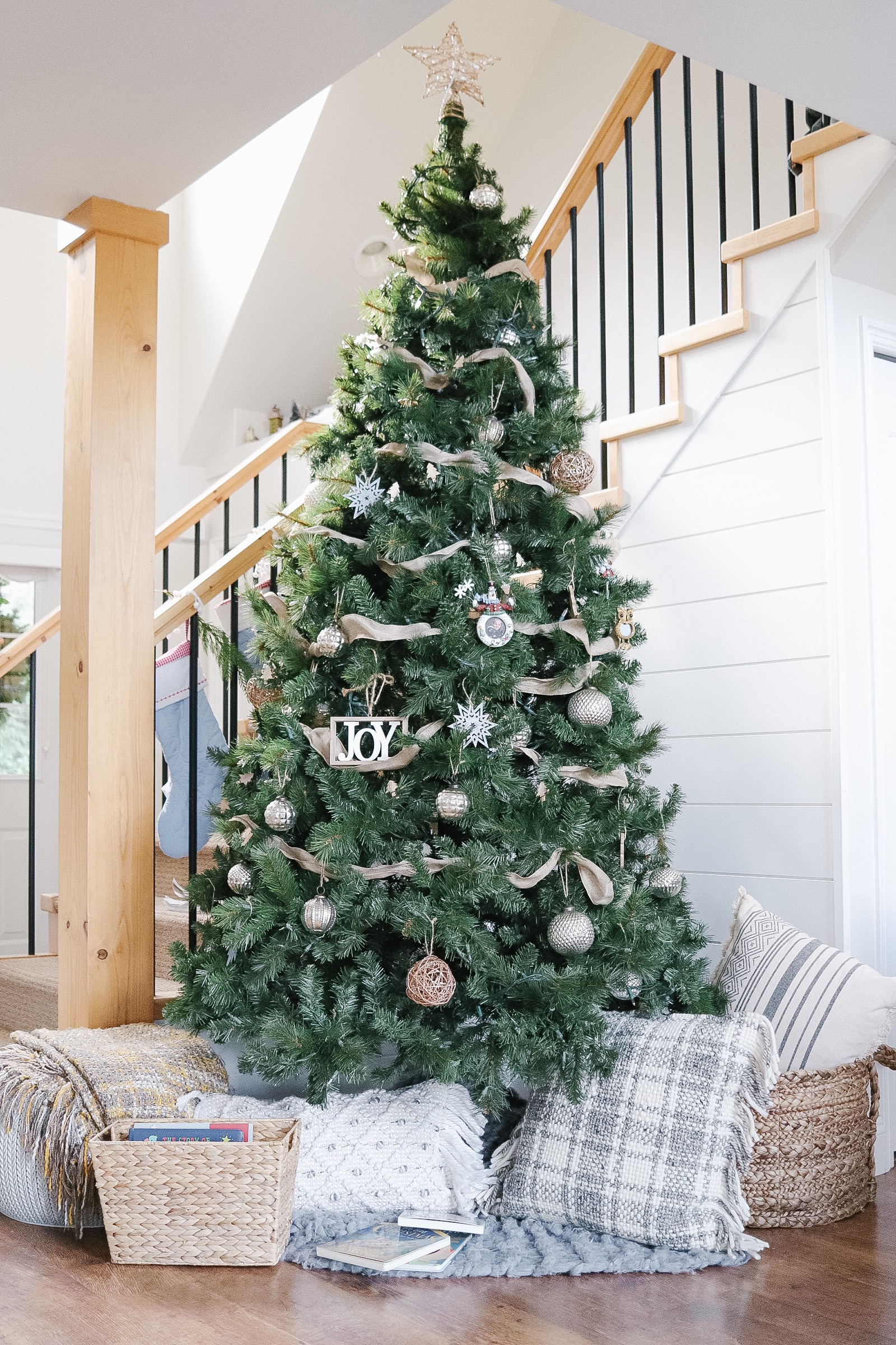 Holiday Home Tour – Simple Christmas Decor Ideas
