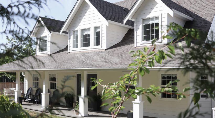 Modern Farmhouse Exterior Paint Refresh – A review of Benjamin Moore Swiss Coffee